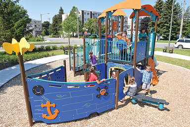 Pirate ship play structure